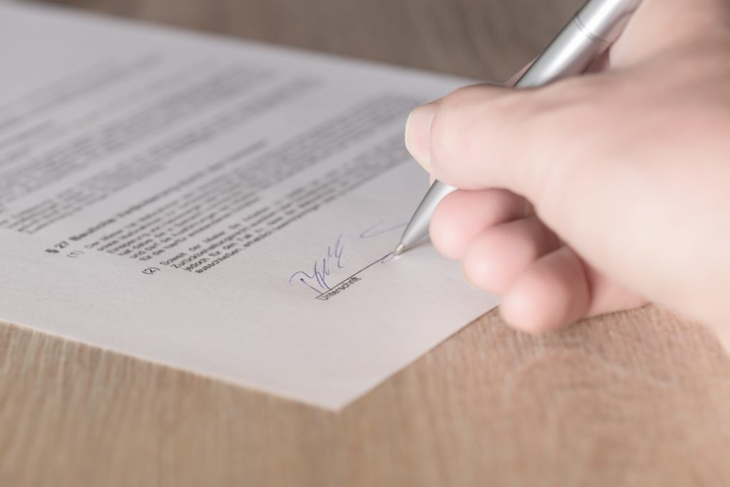 blog-contract sign
